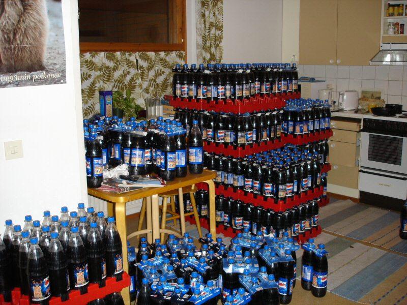 pulloja keittiössä
