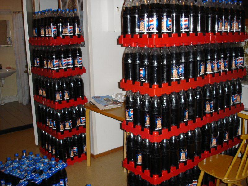 etikettömiä pulloja