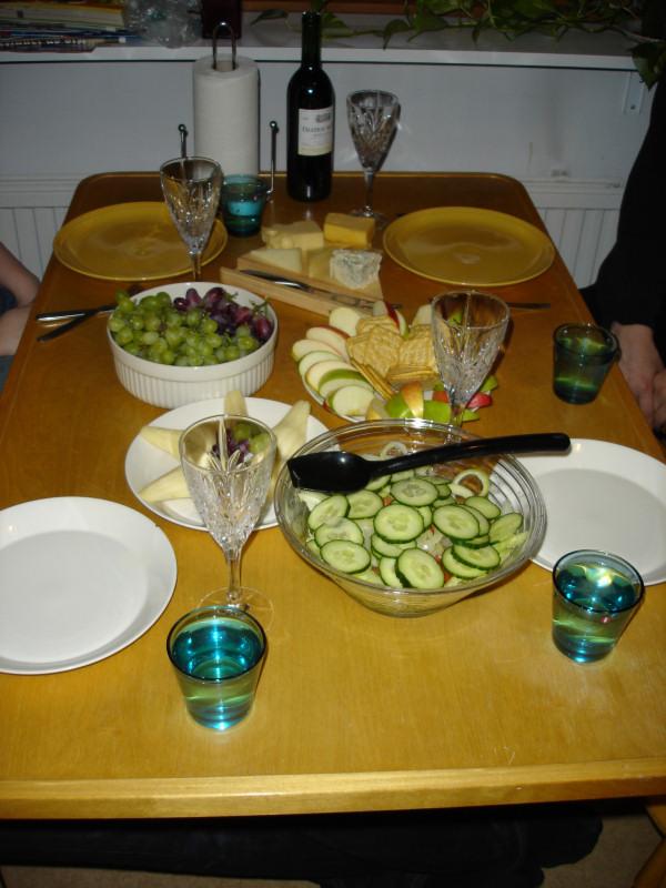 Pöytä katettu